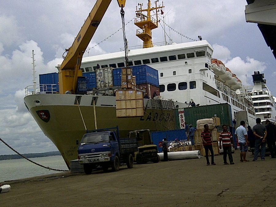 Hasil gambar untuk gambar pengiriman barang via cargo laut