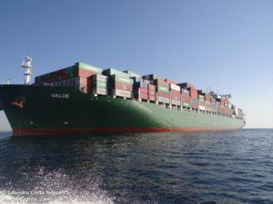Pengiriman Container dengan Kapal Cargo